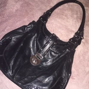 Attention Black purse  3 inner compartments